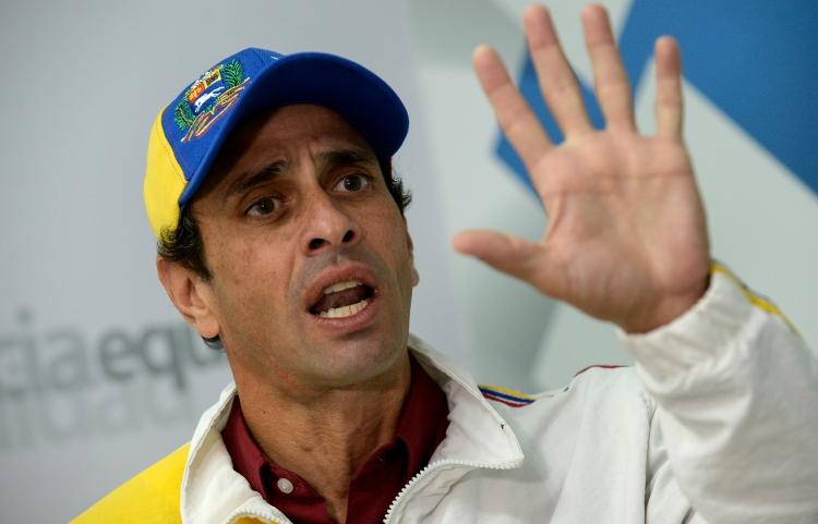 Capriles mano